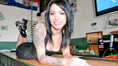 Cute emo barmaid wants the D!